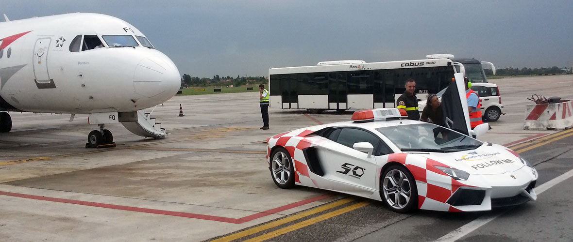 Vu : Les Lamborghini de l'aéroport de Bologne