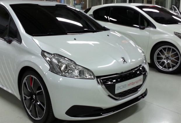 Peugeot_208_HYbrid_FE_00