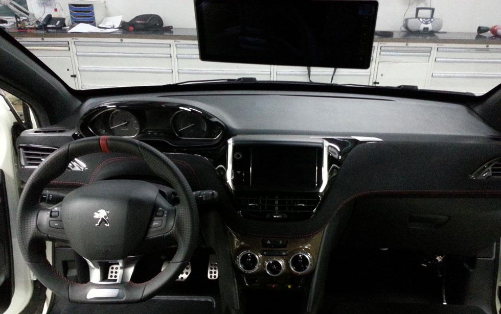 Peugeot_208_HYbrid_FE_05