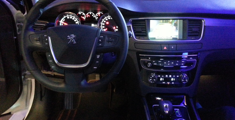 Rencontre peugeot 508 for Interieur 508