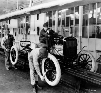 1924-Ford-Highland-Park-10-millionth-Model-T