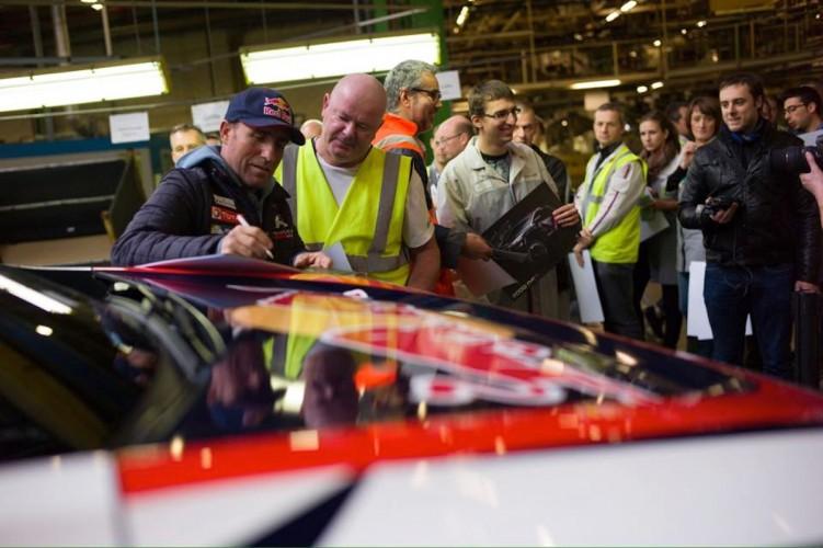 Peugeot_2008_DAKAR_RedBull_Total_11
