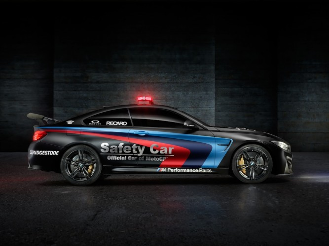 BMW M4 Coupé safety car motoGP 2015 _ 08