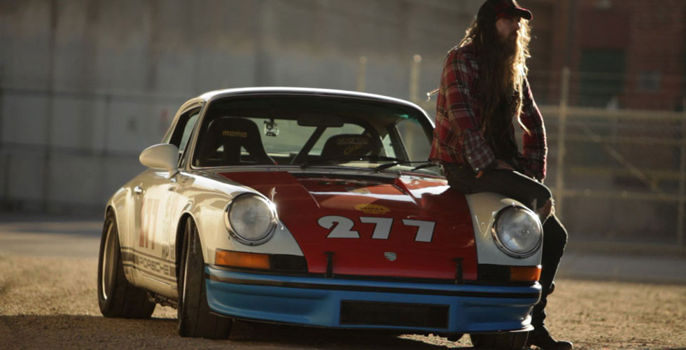 Magnus Walker. Porsche 911. Downtown Los Angeles. La nuit.