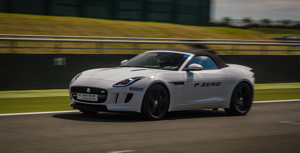 jaguar-f-type-s-v6-pirelli-magny-cours
