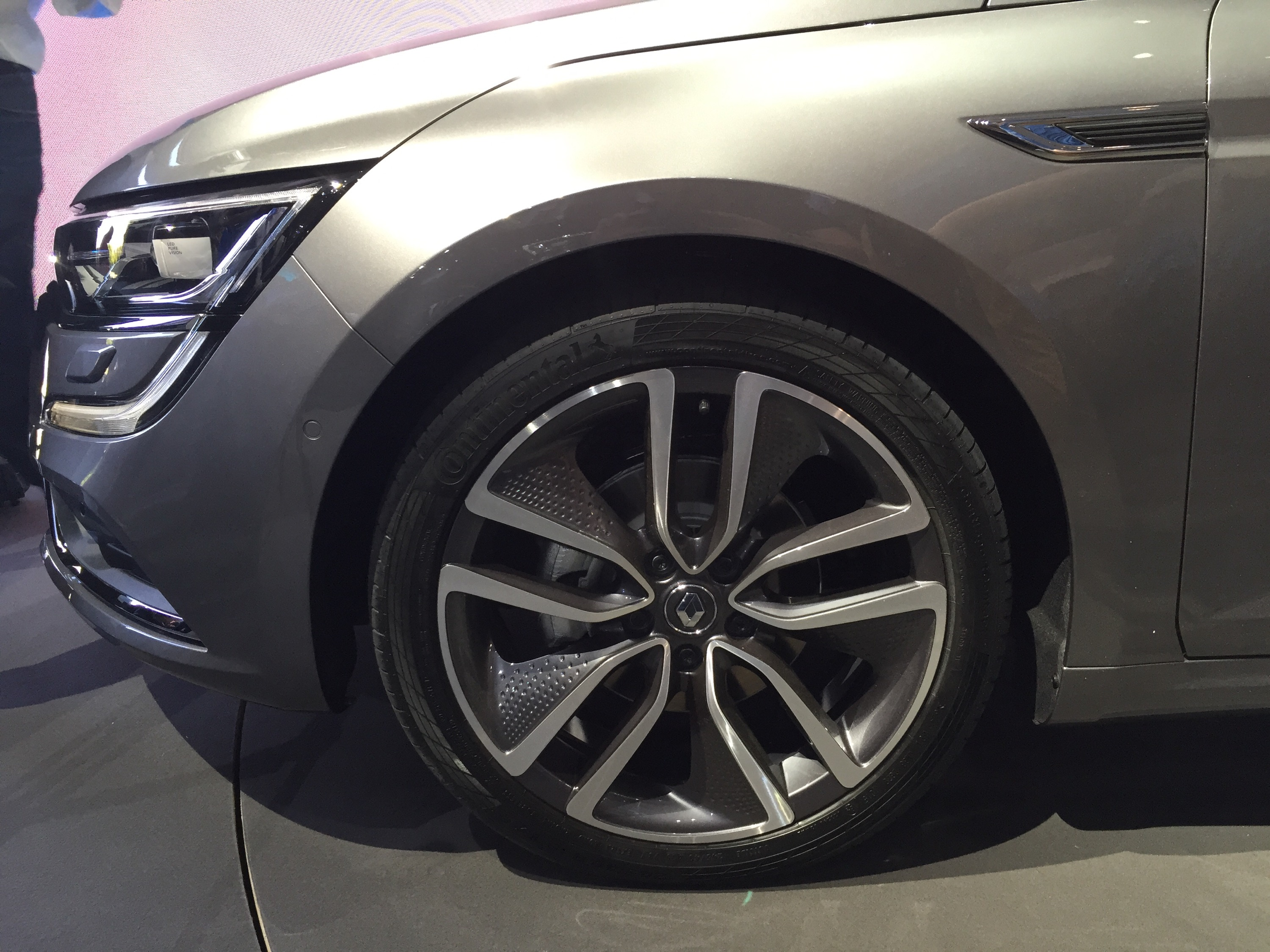 reveal new renault talisman chantilly