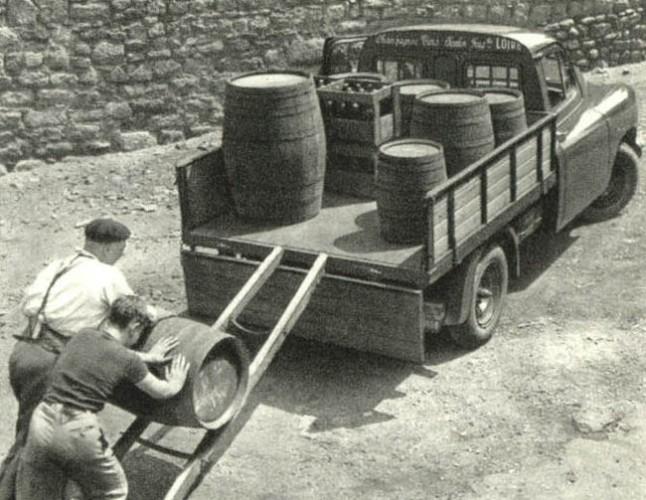 Renault Prairie, châssis cabine aménagé par un plateau à ridelles