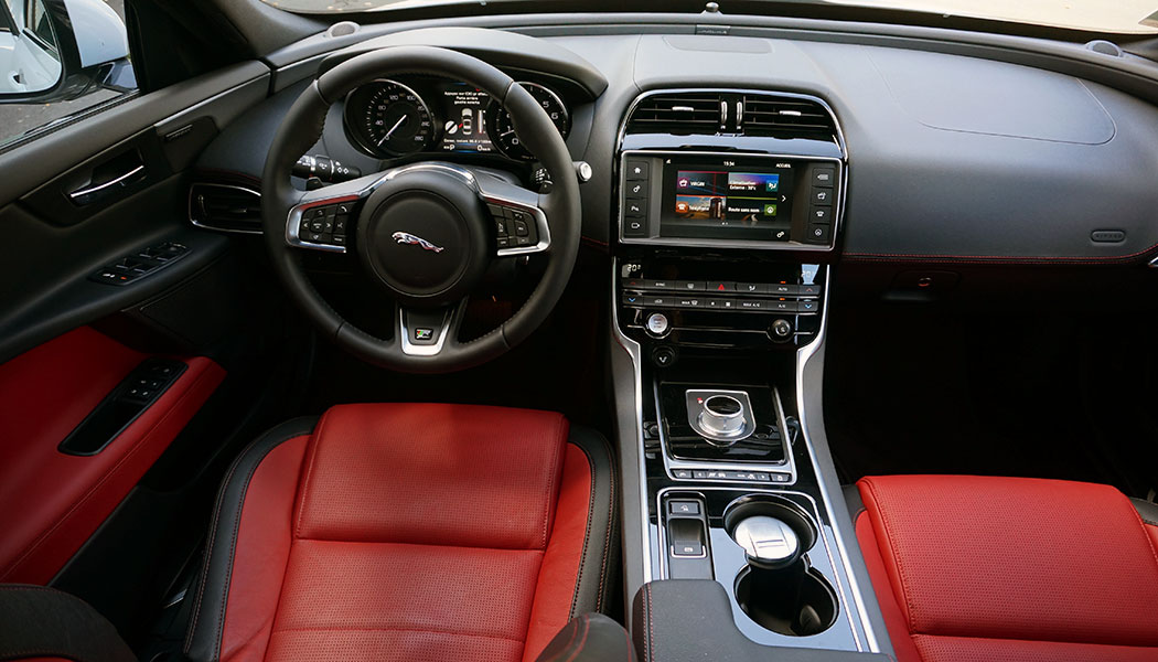 Essai jaguar xe 4 bons num ros for Interieur jaguar