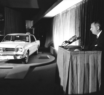 ford-mustang-presentation-1964-new-york