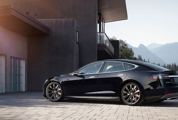 Contact : Tesla Model P85D : fast and silencious - Photo : autoguide.com