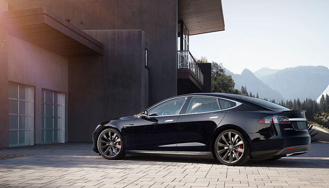 Contact : Tesla Model S P85D : fast and silencious
