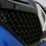 Renault Megane GT 2016 - Photo détail, face avant, nid d'abeille et logo losange Renault & GT