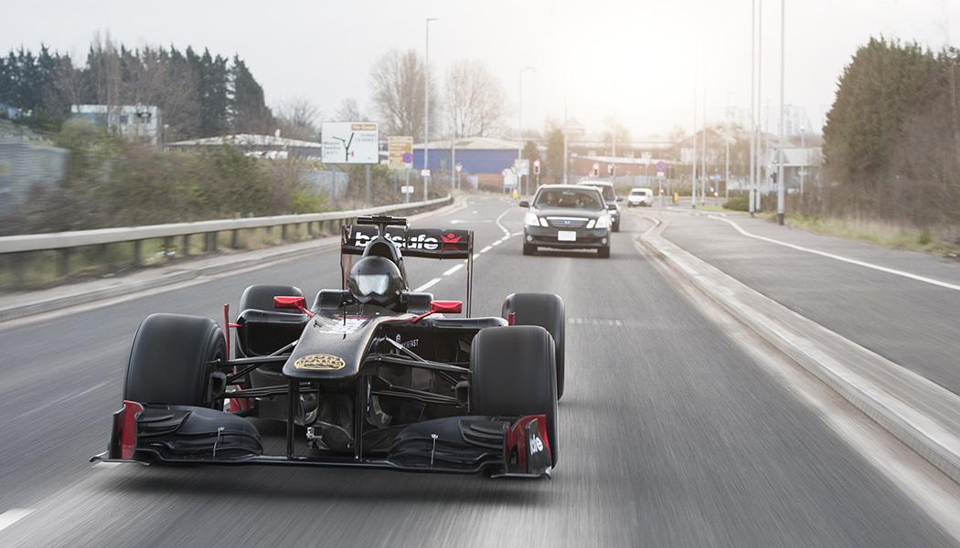 En F1 dans les rues de Manchester : normal. Puis au Gumball 3000 : narmol.