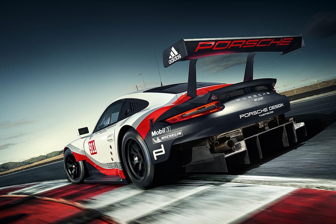 Une Porsche 911 à moteur central