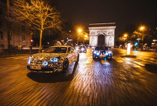 Prototype Alpine dans les rues de Paris - Studio Alpine Boulogne-Billancourt - Arc de Triomphe