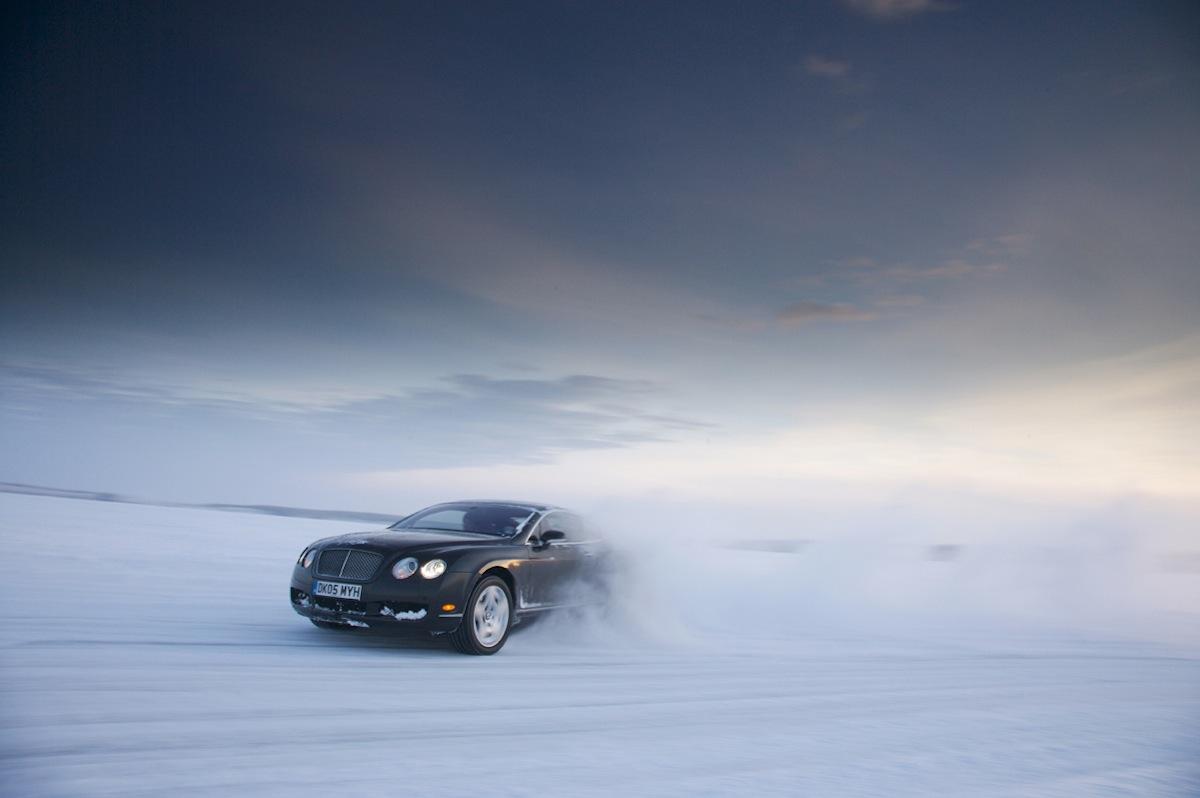 Juha Kankkunen sur la glace en Bentley Continental