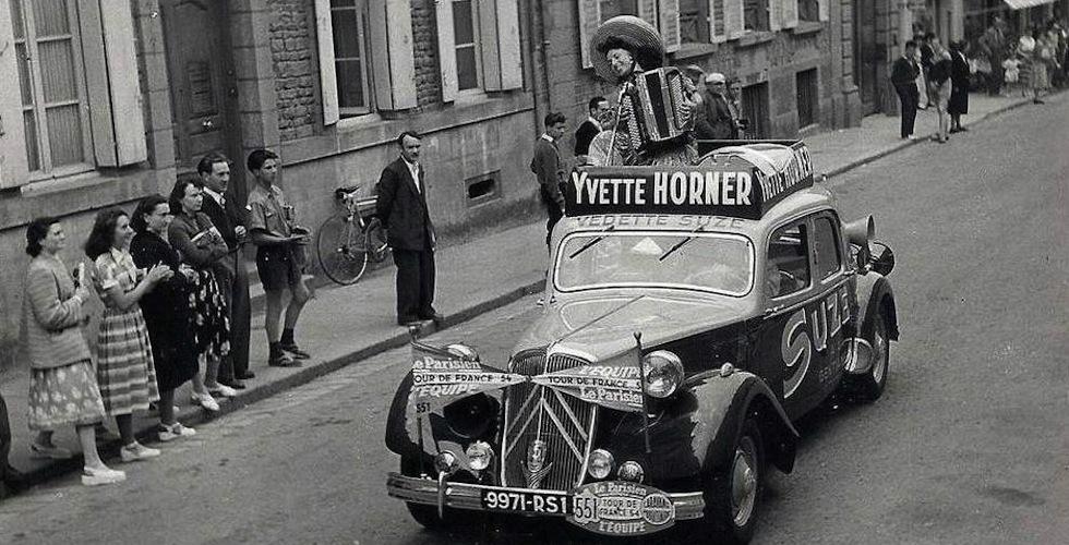 Sur la route du Tour de France : les Traction Avant, Ford Vedette et DS d'Yvette Horner