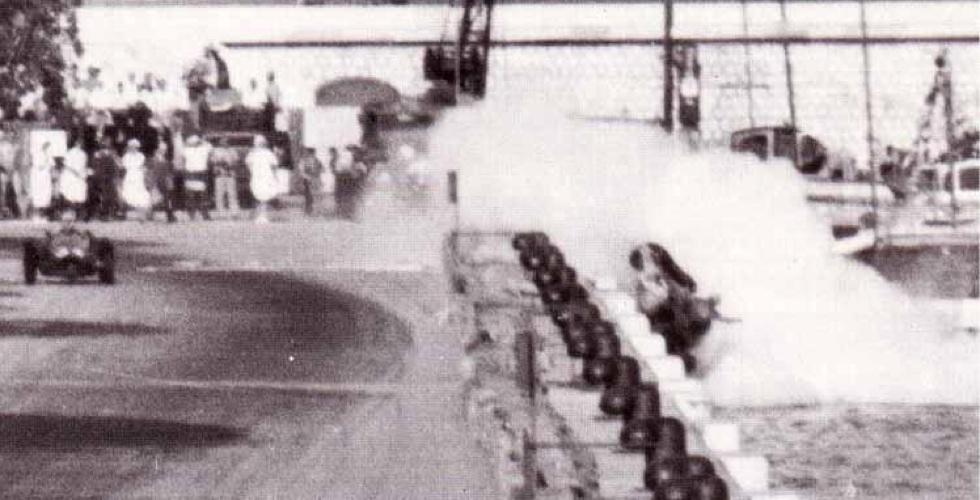 Une F1 tombe dans le port de Monaco