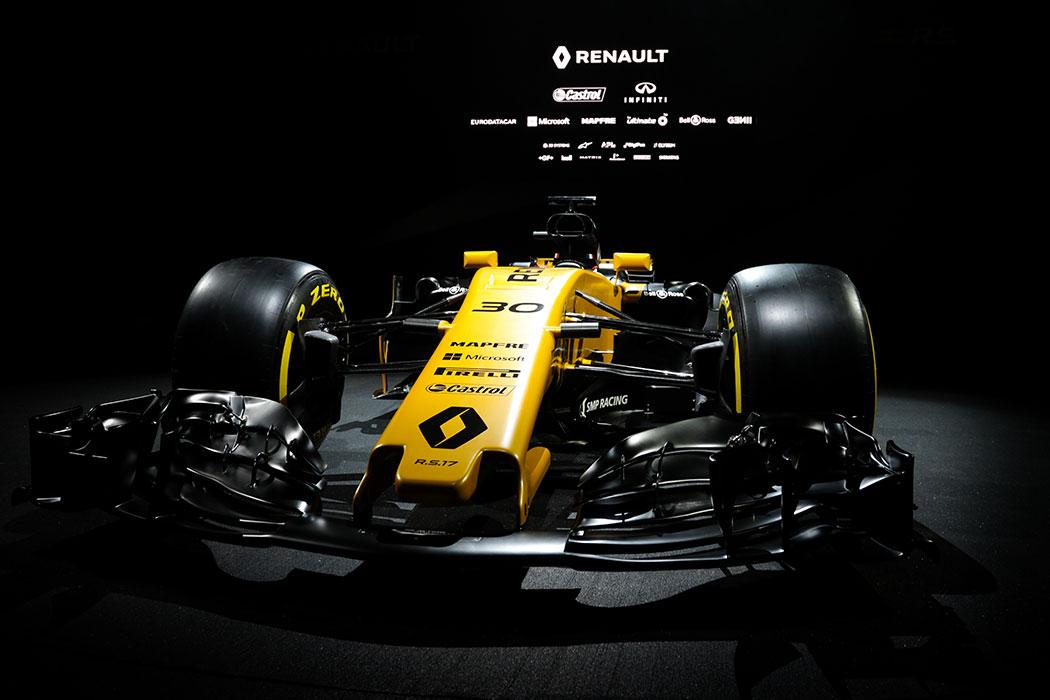 Avec Alain Prost, face à la Renault RS17