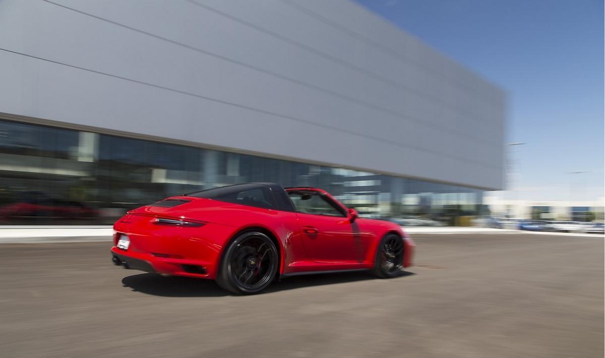 Amstramgram, tu ne seras pas la millionième Porsche 911!