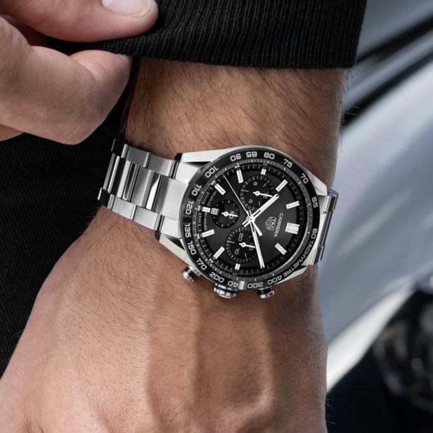 Cinq montres à tachymètre